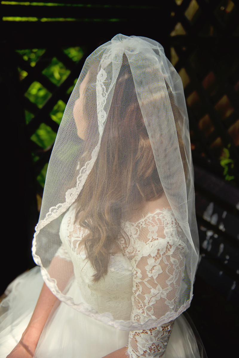 mid length lace trimmed veil