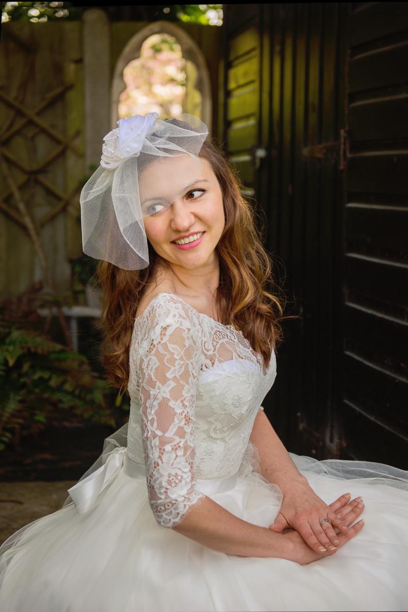 short pearl and organza bridal veil