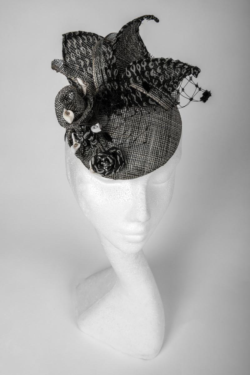 black/grey fascinator