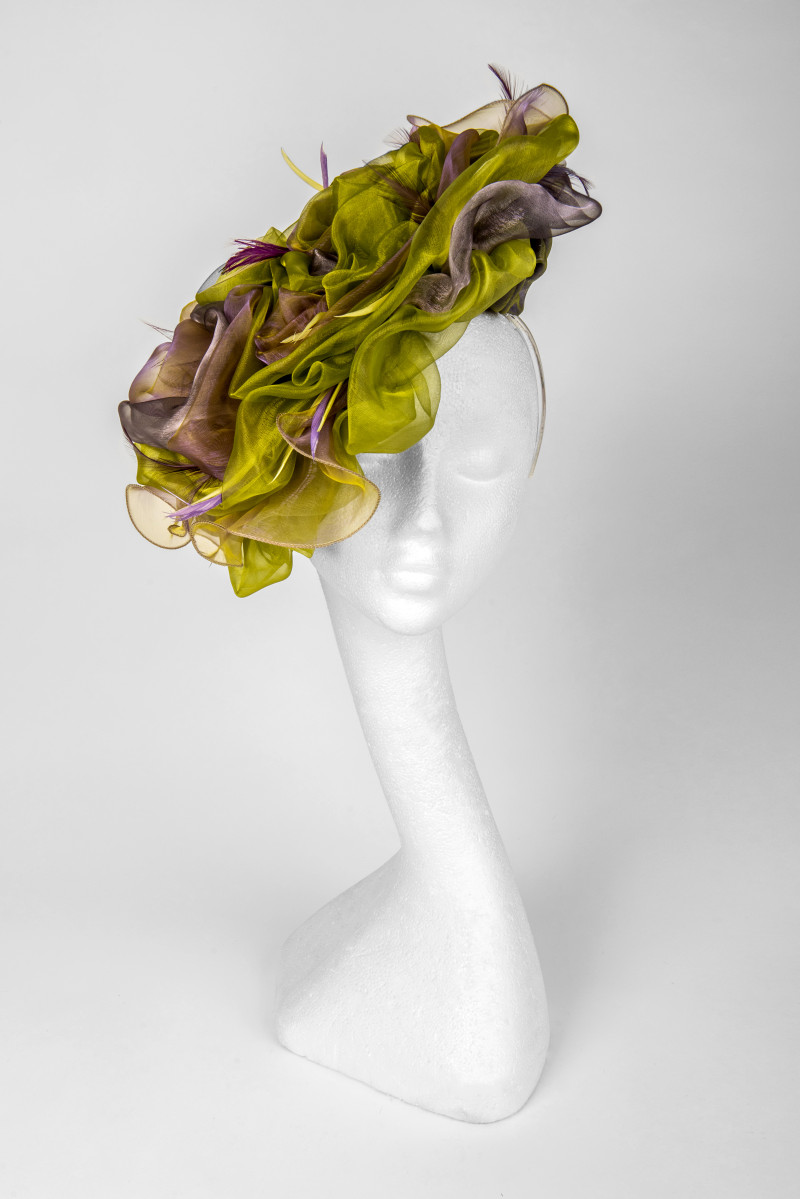dramatic fascinator hat for ascot